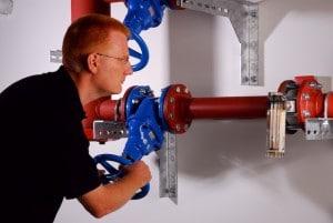 Laut VdS-Richtlinie CEA 4001 ist jede Sprinklerpumpe bzw. jeder Direktanschluss einer Anlage regelmäßig unter Volllastbedingungen zu prüfen; dies betrifft den gesamten Einsatzbereich der Pumpe - die Pumpenkurve – oder des Direktanschlusses.  Ein positives Ergebnis setzt hierbei voraus, dass die Überprüfung die geforderten Druck und Durchflussraten erbringt. Um die Leistungsfähigkeit der Pumpe oder des Direktanschlusses auch nach vielen Betriebsjahren gewährleisten zu können, ist es erforderlich, Messergebnisse über einen längeren Zeitraum schriftlich zu dokumentieren.