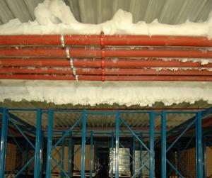 Tiefkühllager - Sprinkleranlagen, die mit Frostschutzmittel gefüllt sind, sind bei niedrigen  Umgebungstemperaturen einer erhöhten Gefahr ausgesetzt. Daher gelten bei diesen Anlagen besondere, vom VdS vorgegebene Prüfintervalle.  Danach ist die Dichte des Frostschutzmittelgemisches in frostgefährdeten Bereichen während der Frostperiode vierteljährlich und bei Tiefkühllagerung generell vierteljährlich mit geeigneten Messeinrichtungen zu prüfen.